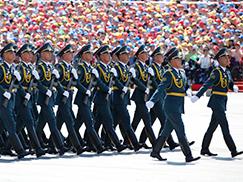 哈萨克斯坦武装力量方队[组图]