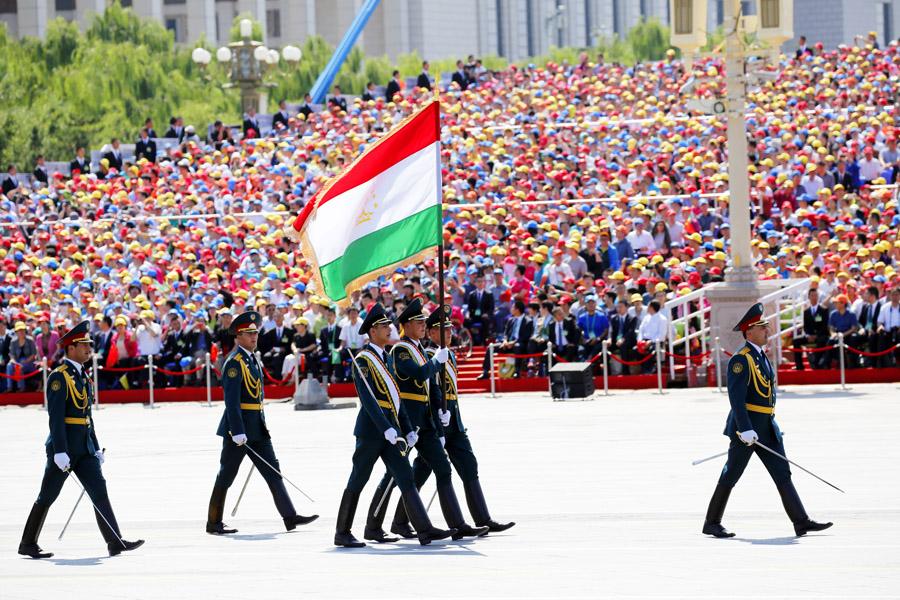 9月3日,中國人民抗日戰爭暨世界反法西斯戰爭勝利70週年紀念大會在北京隆重舉行,有11個國家派方隊、6個國家派代表隊來華參加閱兵。圖為塔吉克武裝力量方隊通過天安門廣場。中國網記者 楊佳攝