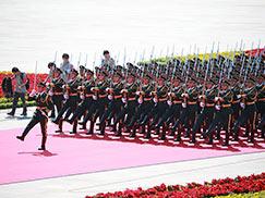 纪念中国人民抗日战争暨世界反法西斯战争胜利70周年大会隆重举行[组图]