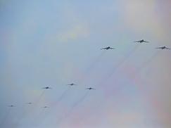轰炸机梯队接受检阅[组图]